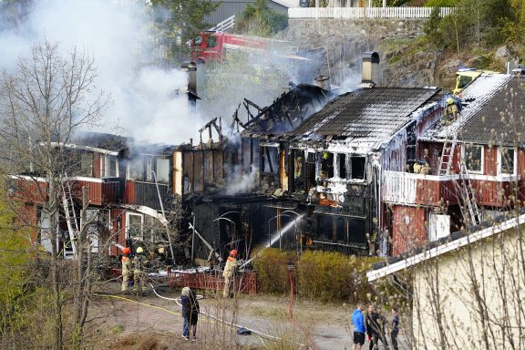 Omfattende skader etter rekkehusbrann i Asker
