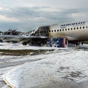 41 døde i flybrann i Moskva. Passasjerfly i full brann måtte nødlande.