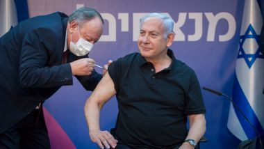 Israel er først i vaksinekøen. Det kostet dem dyrt.