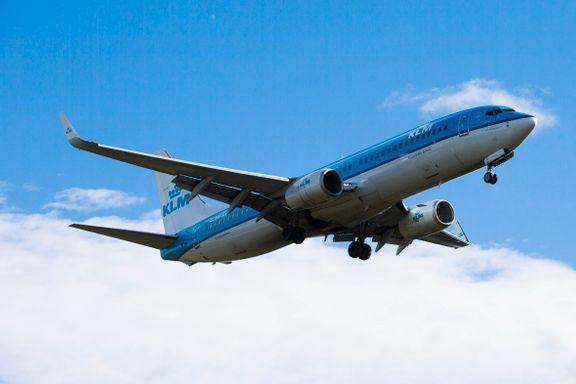 Flygigantene ønsker høyere avgifter og ber kundene vurdere tog og buss. Har de fått flyskam?