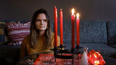 Mange stoler vil stå tomme i julen. Vi har møtt tre personer som savner noen i høytiden.