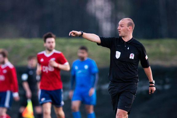 Tidligere Premier League-dommer skal dømme i norsk 2. divisjon