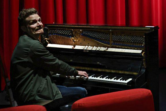 Fikk jobb som stumfilmpianist: – Det er blitt et kall