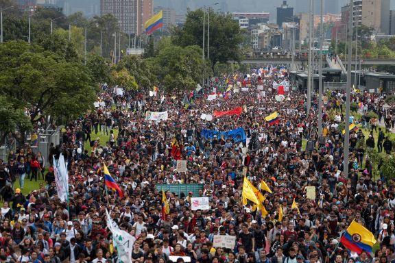 Store demonstrasjoner mot regjeringen i Colombia