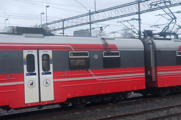 Kjøreledning falt ned i Oslo – traff parkert tog