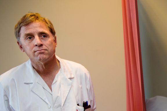 Han er en av to leger i Norge som utfører tvillingaborter: Det er et hull i abortloven