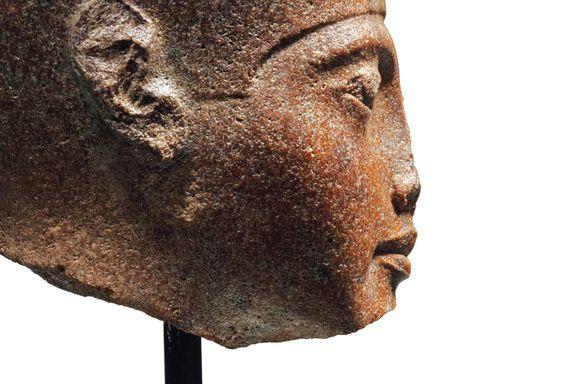 Egypt anklager Storbritannia for tyveri av 3000 år gammel byste, vil stoppe torsdagens auksjon