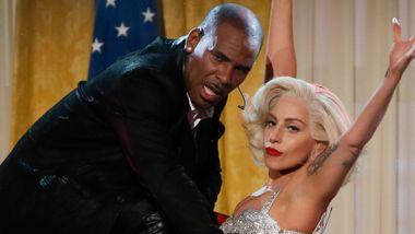 Lady Gaga trekker hitlåt etter nye avsløringer om R. Kelly