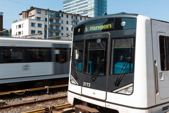 Her kjører T-banen med redusert hastighet. Nå blir det buss for bane.