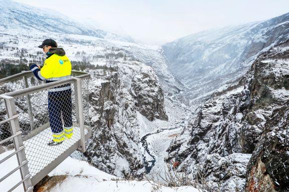 Nå står kampen om kraftproduksjonen i norske vassdrag  – bedre laksefiske eller produksjon av strøm?