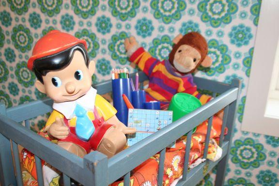 Har barnet gamle treleker eller leker i plast, skum eller slim? Dette må du være obs på.