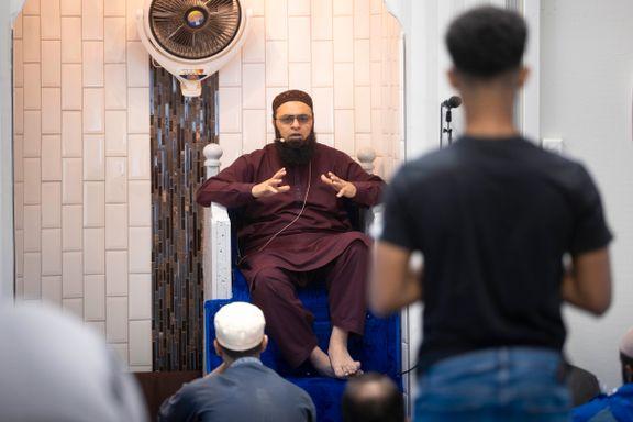Mange forsto ikke hva imamene sa. Nå har de funnet en løsning.