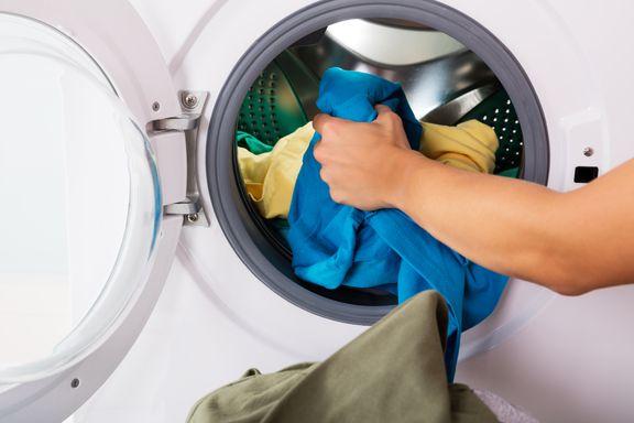 Ny studie: Tøyvask på 40 grader med vaskemiddel dreper koronaviruset