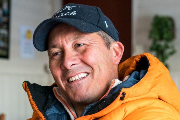Han er pensjonisten som pendler fra Dalgård til Dubai for å vise at han fortsatt kan