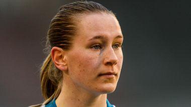 19-åringen debuterte på landslaget. Fem minutter senere stjal hun showet.