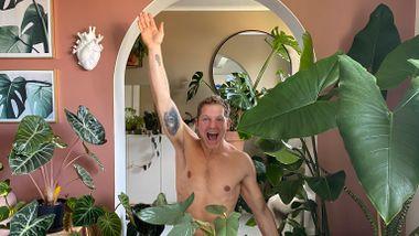 Sindre Svines (28) fikk plantedilla i lockdown. Nå har han over 100 grønne planter.