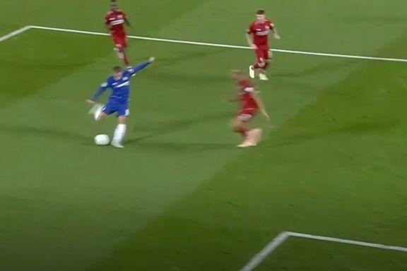 Se det utrolige dribleshowet: Her herjer Chelsea-stjernen med Liverpool