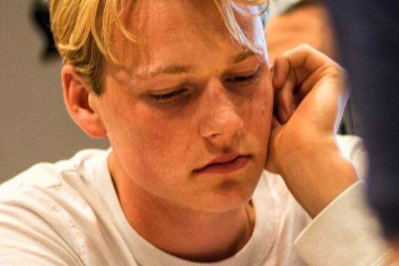 Benjamin (19) ble tidenes beste bergenser i sjakk: – Gøy å være historisk