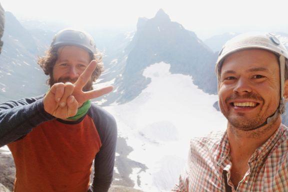Like etter at bildet ble tatt, så Espen kameraten i fritt fall utfor fjellet