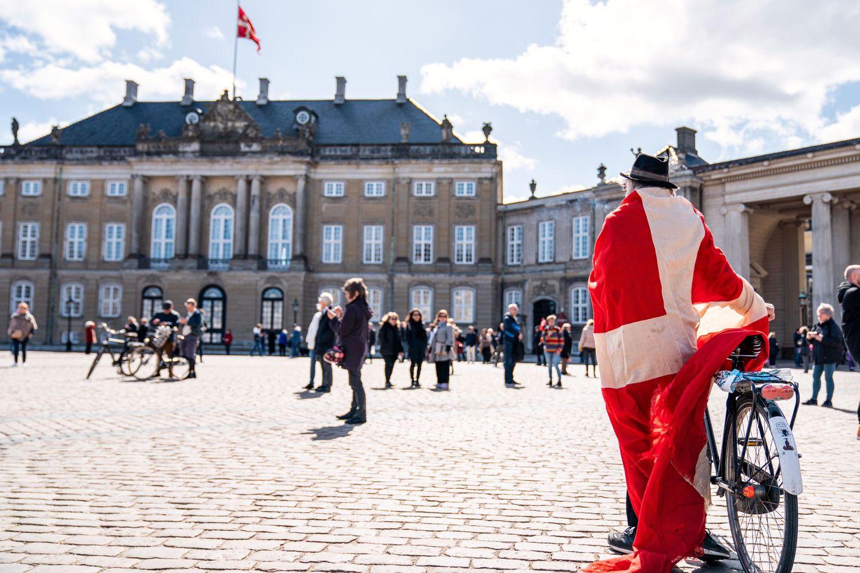 Vil åpne for reiser mellom Norge og Danmark. Følg pressekonferansen til regjeringen her.