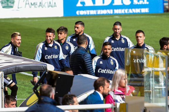 Beskjed fra sportsministeren holdt igjen spillerne rett før avspark. Nå kan Serie A-sesongen bli stoppet.