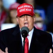 Trump antyder at han vil sparke Fauci etter valget