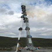 Åpne flammer fra tårn i nye Tana bro