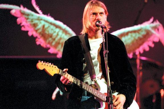 Cobains strikkejakke solgt. Ikke vasket siden 1993.