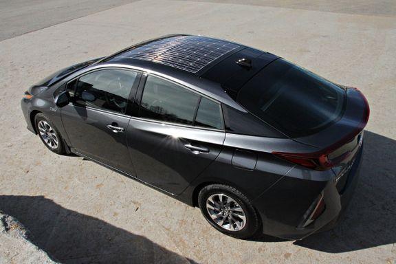 Denne bilen har solcellepanel på taket