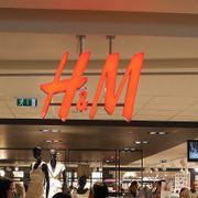 Kriserammede H&M legger ned butikker