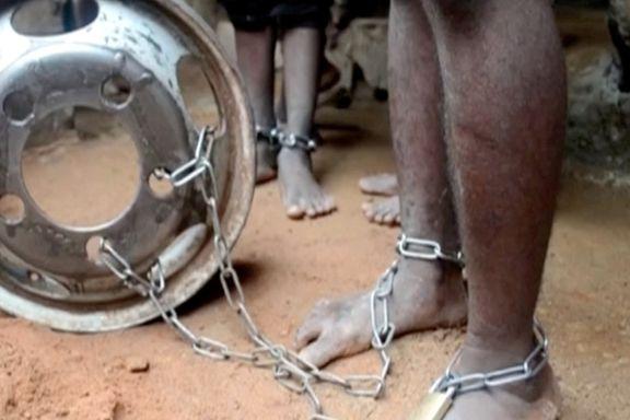 Elever lenket fast på koranskole i Nigeria. Politiet sier de fant «torturkammer».
