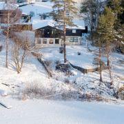 Politiet bekrefter: Vil gjennomføre søk i vannet ved Hagen-boligen