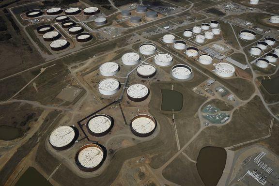 Fulle oljelagre etter coronakrisen kan dempe oljeprisen i lang tid