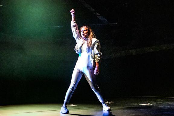 Charlotte Brænna er en erfaren «trouper» som synger og danser bra, men mangler format