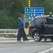 Politiet rykket ut til væpnet ran. Gissel satt fri etter biljakt.