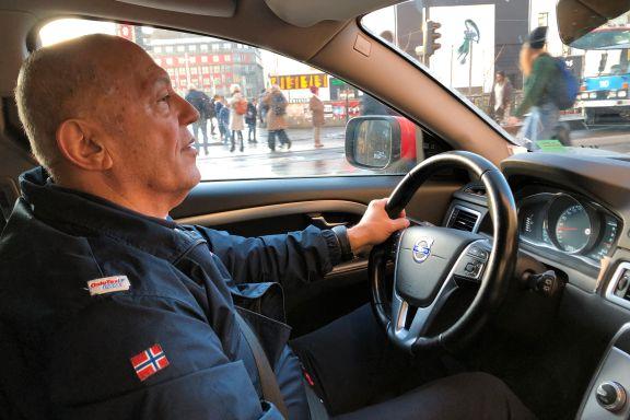 Taxisjåføren ble påkjørt og skjelt ut. Dagen etter fikk han seg en overraskelse.