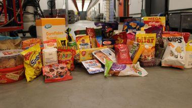 Vi kontrollmålte 50 dagligvarer:  Du får mindre mat enn du betaler for