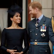 Harry og Meghans farvel med kongehuset – og seks andre saker som druknet i koronakrisen