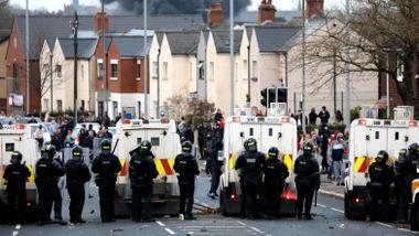 Det som skjer i Nord-Irland, gir frysninger. Boris Johnson ble advart. Hvorfor skjer det nå?