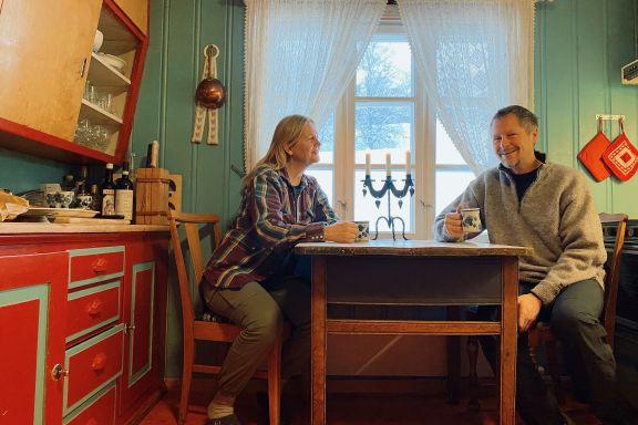 Familien deler hytte, seilbåt og egen leilighet med andre. – Det er ingen ulemper.