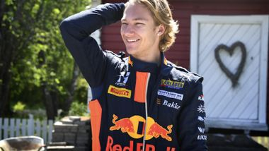 Formel 1-teamet gir Dennis Hauger (17) ny sjanse: – Godt at de fortsatt har troen på meg