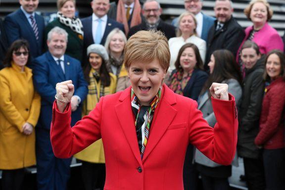 Vant valget, men seiersfesten ble ødelagt. Nå advarer hun Boris Johnson: – Ikke prøv deg!
