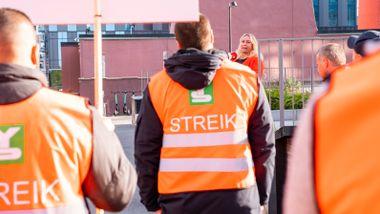 Vekterselskaper permitterer streikelederne