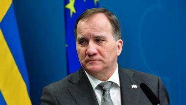I Sverige drar ministere på shopping og beredskapsdirektøren til Syden. Nå hagler kritikken.