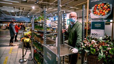 Å stenge butikker har liten effekt på smitten, mener departementene. Men det koster 1,9 mrd. hver måned.