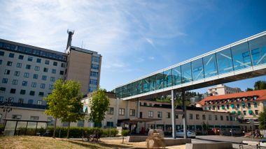 Åtte kreftpasienter koronasmittet på Radiumhospitalet. Flere lå på firemannsrom.