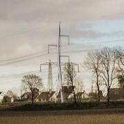 Bygger 38 meter høye master – mener kabel blir for dyrt