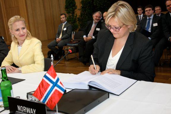 Her inngår Norge en handelsavtale med Hongkong. Nå skaper én setning i avtalen hodebry.
