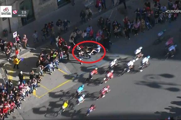 Her kræsjer Giro d'Italia-rytteren med en barnevogn