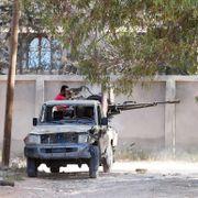 Nær 400 drept i kamper i Libya